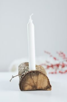 DIY Adventskranz aus Holz: Schlichte Advents und Weihnachtsdeko aus Naturmaterialien: https://bonnyundkleid.com/2015/11/schlichter-adventskranz-aus-holz/ do it yourself idea advent christmas home deko