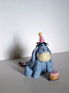 Eeyore Cake Figure by Lisa's Cake Creations. Winnie The Pooh Nursery, Winnie The Pooh Friends, Pooh Bear, Tigger, Fab Cakes, Cake Models, Foundant, Cake Blog, Disney Cakes