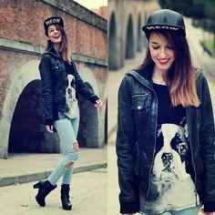 outfit con gorra plana