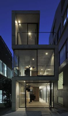 A long narrow residence in Tokyo