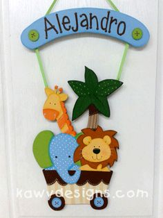 Letreros para decorar la puerta del hospital en el nacimiento de tu bebé, decorar la habitación, como regalo de cumpleaños, como reconocimiento en deportes... Decor Crafts, Diy And Crafts, Crafts For Kids, Hospital Door Wreaths, Hospital Signs, Nursery Crafts, Baby Canvas, Baby Shawer, Interactive Cards