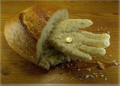 Una moneda por un poco de pan