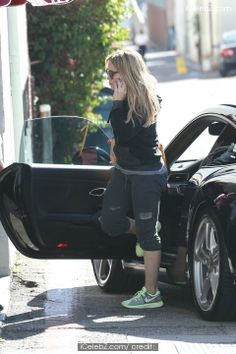 Hilary Duff Hilary Duff shopping in Beverly Hills /events/hilary_duff_shopping_in_beverly_hills/photo1.html