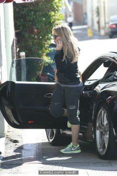 Hilary Duff Hilary Duff shopping in Beverly Hills /events/hilary_duff_shopping_in_beverly_hills/photo1.html