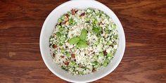 Byt den almindelige couscous ud med blomkål og få en sundere salat, der samtidig er sprængfyldt med smag.