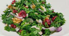 סלט טעים עשיר של עשבי תיבול , חמוציות בצל סגול ופיצוחים Cobb Salad, Cabbage, Salads, Tasty, Vegetables, Food, Meal, Essen, Vegetable Recipes