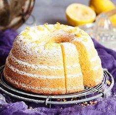 Mehevässä sitruunakakussa maistuvat sitruunamehu ja raastettu sitruuna. Kakku on helppo valmistaa ja se säilyy jääkaapissa pitkään hyvänä. Baking Recipes, Cake Recipes, Dessert Recipes, Finnish Recipes, Sweet Bakery, Sweet Pastries, Food Tasting, Little Cakes, Happy Foods
