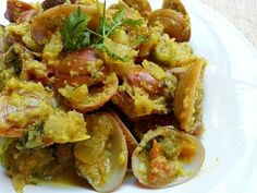 Tisreo Xec Xec – Clams in Curried Grated Coconut. Clam Recipes, Coconut Recipes, Curry Recipes, Fish Recipes, Seafood Recipes, Indian Food Recipes, New Recipes, Favorite Recipes, Ethnic Recipes