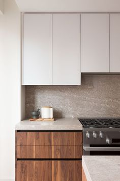 """Stefano Pasqualetti completes """"soothing and timeless"""" condos in Tribeca – IdeaFor. Greige Kitchen, Home Decor Kitchen, Home Kitchens, Walnut Kitchen, Kitchen Design, Home Decor, Walnut Kitchen Cabinets, Kitchen Interior, Home Remodeling"""