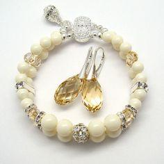 Marfil Swarovski perlas joyas conjunto sombra dorada por martaky, $90.00