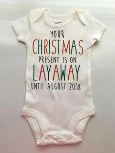 Girl Names Discover Christmas Pregnancy Announcement Idea- Pregnancy Reveal - baby reveal - Christmas pregnancy reveal - Christmas present baby one piece Christmas Pregnancy Announcement Idea Pregnancy Reveal baby Christmas Pregnancy Reveal, Christmas Baby Announcement, Pregnancy Announcement To Parents, Cute Baby Announcements, Baby 3 Announcement, Baby Announcement Grandparents, Shower Bebe, Baby Shower, Baby Must Haves