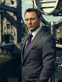 Daniel Craig men's style, gray suit, purple tie and pocket square