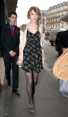 Taylor Swift's Black bird print dress with striped stockings and brown oxfords.  Outfit details: http://wwtaylorw.com/418/