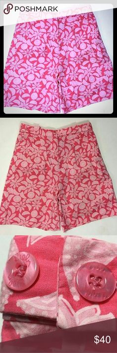 Lilly Pulitzer Resort Bermuda Shorts Floral Print Lilly Pulitzer 8 Resort Bermuda Shorts Floral Print Pink Culottes Pleated Front. Floral and Fruit print. Smoke free home. Lilly Pulitzer Shorts Bermudas