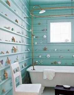 Decorados en pared de estrellas de mar y conchas para este #baño. decoración baño, diseño baño