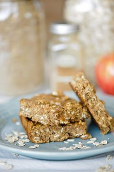 Homemade clean eating pumpkin spice protein bars ( would be great for your kids lunch boxes :)