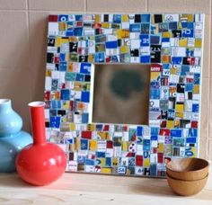 Mirror from Recycled Credit Cards - tutorial mosaic mirror made out of old credit cards! maybe as a picture frame?mosaic mirror made out of old credit cards! maybe as a picture frame? Diy Upcycled Wall Art, Recycled Crafts, Recycled Materials, Foto Transfer, Mosaic Pictures, Old Cards, Rustic Crafts, Plastic Card, Mosaic Glass