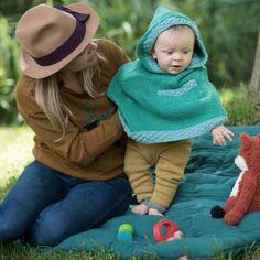 Modèle tricot gratuit: une cape pour bébé