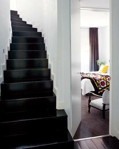 Love the black staircase and white walls! Ideas for our next home! Black Staircase, White Stairs, White Walls, Basement Steps, Basement Staircase, Interior Staircase, Staircase Design, Interior Architecture, All White Room