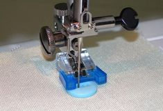 Different Types of Presser Foot and Their Use Sewing Tools, Sewing Hacks, Sewing Ideas, Hem Stitch, Straight Stitch, Rolled Hem, Sewing A Button, Sewing For Kids, Quilting Projects