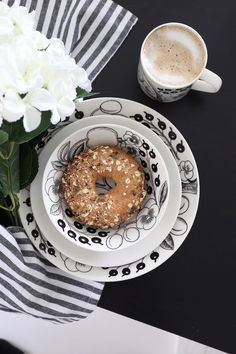 Paratiisi in black and white Joy Of Cooking, Black And White Design, Recipe Of The Day, Doughnut, Brunch, Table Settings, Favorite Recipes, House Design, Meals