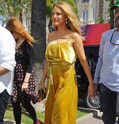 Blake Lively en robe Valentino pendant sa deuxième grossesse pendant le festival de Cannes 2016
