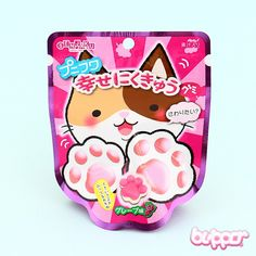 These soft gummy paws are almost too cute! They are sweet grape flavored and they look like little kitten paws. So cute! Perfect little snack in the afternoon, or to munch on whenever you feel like cute sweetness! Japanese Kit Kat, Japanese Candy, Japanese Snacks, Japanese Sweets, Jelly Cookies, Shortbread Cookies, Soft Candy, Kawaii Dessert, Japanese Recipes