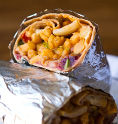 BBQ Cranberry Chickpea Wrap - We don't usually have any leftover cranberry sauce, but just incase we do, this would be a tastey way to use it up! Healthy Eating Recipes, Snack Recipes, Cooking Recipes, Vegetarian Wraps, Vegetarian Recipes, Vegan Burgers, Tasty Bites, Vegan Dinners, Main Meals