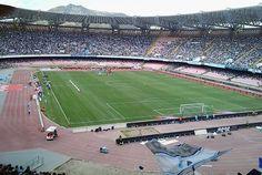 Estadio San Paolo de Napoles, propiedad de la Comuna de la ciudad con una capacidad para 60.850 personas y abierto en 1959. En este historico estadio juega de local el SSC Napoli.