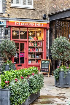 Secret Places In London, London Places, London Bookstore, Walks In London, London Blog, London Landmarks, London Architecture, London Photography, Nightlife Travel
