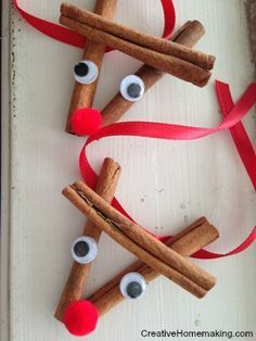 These cinnamon stick reindeer ornaments are easy to make and give as gift for the holidays. Christmas treat for kids.  #christmas #preschool