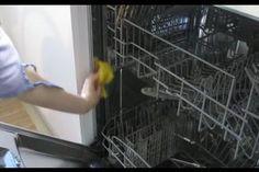 Wenn Ihre Spülmaschine unangenehm riecht, dann kann das viele Ursachen haben. Damit Ihre Spülmaschine den schlechten  Geruch verliert, können Sie...