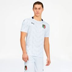 PRODUCT STORYWith a unique all-over print celebrating FICG Italia, this Replica Away Jersey has an unmistakably classic Italian feel. A functional polo collar combines with PUMA's dryCELL tech to keep you dry and comfortable as you play. Puma Cat, Cat Logo, Pumas, Classic Italian, Workout Shorts, White Shorts, Polo Ralph Lauren, Soccer, Short Sleeves