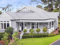 Ideas House Painting Exterior Australia For 2020 Exterior Paint Colors For House, Dream House Exterior, Exterior Colors, Exterior Design, Weatherboard Exterior, Exterior Makeover, Facade House, The Ranch, House Goals