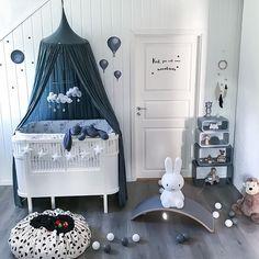 "Polubienia: 37, komentarze: 4 – ellevilleMini AS (@ellevillemini) na Instagramie: ""Lekkert barnerom ✨ De små oppbevarinsposene og plakaten Räven Roi finner du hos ellevilleMini…"""