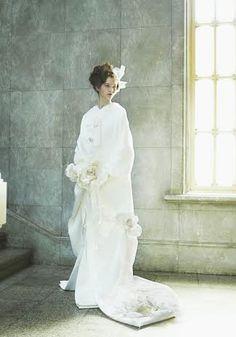 """花職人が創るブライダル和装「結」、""""染の花""""をあしらった白無垢が発売 4枚目 Beautiful Bridal Dresses, Beautiful White Dresses, Wedding Dresses, Wedding Kimono, Japanese Wedding, Angel Dress, Hair Photography, Japanese Outfits, Kimono Dress"""