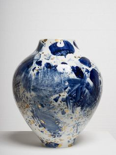 — Chu Teh-Chun porcelain, hand painted by the artist. — Chu Teh-Chun porcelain, hand painted by the artist… Glass Ceramic, Ceramic Pottery, Pottery Art, Slab Pottery, Pottery Studio, Ceramic Bowls, Stoneware, Design Floral, Porcelain Vase