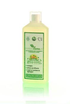 PAVIMENTI E SUPERFICI DURE DETERGENTE ECOLOGICO 5L - Lo trovi su: http://acceleratorecommerciale.com/index.php?id=e-shop#!st:ep/ProductDetail/1848  Per la pulizia di piccole superfici come porte, infissi, mobili ecc. puoi utilizzarlo puro, con una spugna umida, oppure diluire 40 ml in un piccolo secchio con 5 litri di acqua calda e utilizzarlo con la spugna. Il prodotto non contiene allergeni.