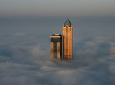 Alone in the Fog, Dubai | UAE (by Ian Powell)    (Source: travelingcolors)