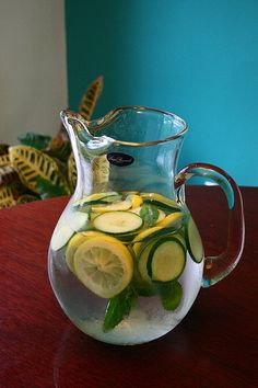 """A Pinner said """"cucumber, Lemon & Mint-infused water. I did this last weekend; I put lemons, limes, & cucumbers in the pitcher; I could not keep it filled up! It was a hit and delicious."""" I need to try this - it looks refreshing! Non Alcoholic Drinks, Fun Drinks, Yummy Drinks, Healthy Drinks, Yummy Food, Beverages, Cocktails, Fun Food, Lemon Ginger Detox Water"""