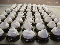 Plnené kokosky (fotorecept) - recept | Varecha.sk Donuts, Christmas Baking, Christmas Cakes, Food And Drink, Cooking Recipes, Pudding, Sweets, Cookies, Search