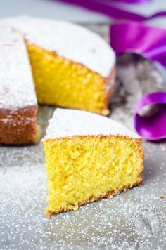 La ricetta della torta perfetta? Esiste! La torta soffice allo zafferano è irresistibile. Il profumo della spezia dorata si sposa con le tenere mandorle.