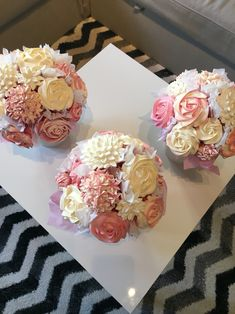3 more cupcake bouquets Shared by Where YoUth Rise Cupcakes Flores, Floral Cupcakes, Floral Cake, Wedding Cupcakes, Wedding Cake Toppers, Cupcake Centerpieces, Centerpiece Ideas, Cupcake Flower Bouquets, Flower Cakes