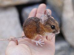 Aguja de fieltro ratón de campo hecho a la medida por Ainigmatiuj