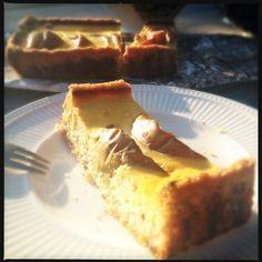 een iets gezonder recept. Dit recept voor perentaart met amandelmeel vond ik op de site van Dille en Kamille. Peren horen bij de herfst....
