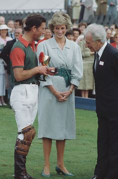Lady Diana Spencer and her fiancé, Prince Charles, at Cowdray Park Polo Club In Gloucestershire, July Get premium, high resolution news photos at Getty Images Princess Diana Photos, Princess Diana Family, Princes Diana, Princess Photo, Prince And Princess, Princess Of Wales, Real Princess, Charles And Diana, Prince Charles