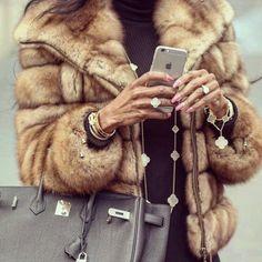 WHO like fur?