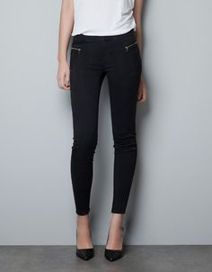 ZARA jeggings with zips        SHARE  JEGGINGS WITH ZIPS  39.99USD - 79.90USD    Ref. 1934/242          COMPOSITION     SHIPPING     RETURN