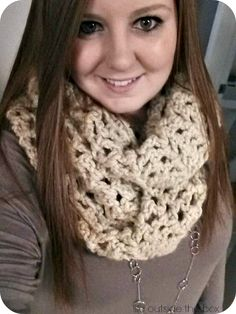 I absolutely LOVE this chunky crochet infinity scarf pattern! Perfect basic pattern for beginners! Crochet Scarves, Crochet Yarn, Easy Crochet, Crochet Infinity Scarf Pattern, Beginning Crochet, Chunky Infinity Scarves, Crochet For Beginners, Crochet Tutorials, Chunky Crochet