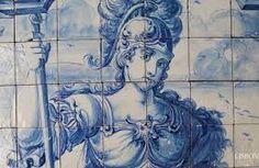 Azulejos, Lisboa ~~ A arte do azulejo teve origem na Pérsia e espalhou-se pelo mundo árabe e Peninsula Ibérica, mas foi em Portugal que realmente evoluiu. A azulejaria é a arte nacional, e em nenhuma outra parte do mundo alcançou uma qualidade tão excecional